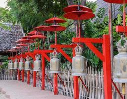 cloches bouddhistes à chiang mai, thaïlande photo