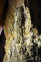 Grotte de corail dans le barrage de Ratchaprapa Surat Thani, Thaïlande. photo