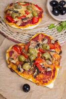 pizza en forme de coeur photo