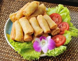 frit chinois traditionnel rouleaux de printemps alimentaire photo