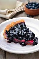 morceau de tarte aux bleuets photo
