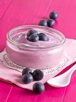 joghurt mit frischen heidelbeeren photo