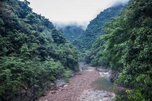 ruisseau dans le canyon