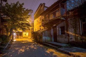 vieille ruelle la nuit photo