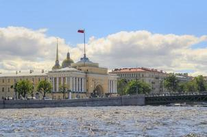 russie, st. Pétersbourg, neva river, l'amirauté photo