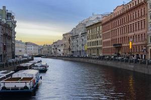 vue sur la rivière moyka de perspective nevskiy. Saint-Pétersbourg. Russie. photo