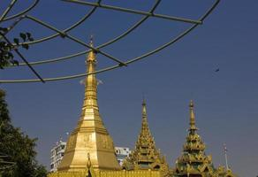 centre-ville de yangon, détail des temples photo