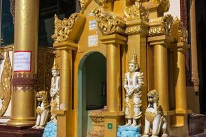 Vue extérieure du temple à yangong myanmar photo