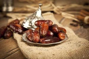 fruits de palmier dattier séchés ou kurma, nourriture du ramadan photo