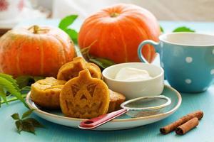 biscuits à la citrouille sur halloween. photo