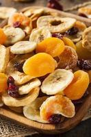 assortiment de fruits secs biologiques sains photo