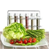 légumes et épices. asperges et tomates photo