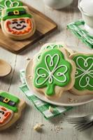 biscuits de trèfle vert st patricks day photo