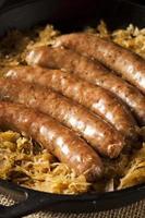 bratwurst de bière rôtie avec saurkraut