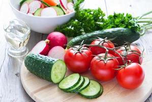 préparer une salade de légumes photo