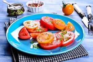 salade de tomates photo