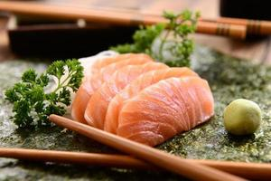 cuisine japonaise - sashimi de saumon photo