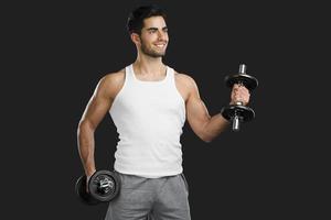 homme athlétique, soulever des poids photo