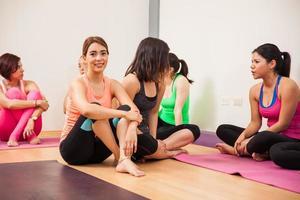 socialiser après un cours de yoga photo