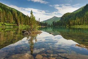 beau paysage d'été, montagnes de l'Altaï en Russie. photo