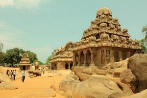temple de la roche ancienne, cinq rathas, inde photo