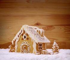 maison de pain d'épice de vacances d'hiver.