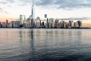 coucher de soleil d'hiver sur manhattan- nyc photo