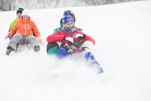 jeunes adultes ski et snowboard snow jouer en hiver photo