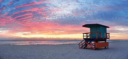 lever du soleil sur la plage sud de miami photo