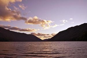 coucher de soleil croissant de lac