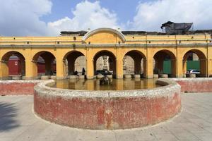 Bâtiments coloniaux à Antigua, Guatemala photo