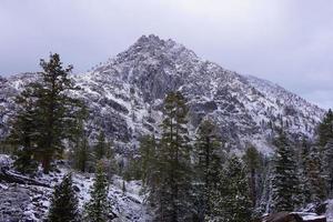 montagne sur le lac tahoe photo
