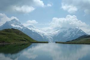 lac dans les alpes photo
