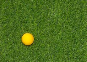 balle de golf jaune photo