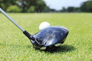 golfeur prêt à t- off photo