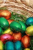 oeufs en chocolat un doux traditionnel de Pâques. photo