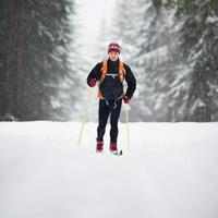 jeune homme, ski de fond photo