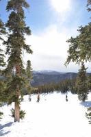 Piste de ski, rayon de soleil et ski dans le comté de Keystone Summit photo
