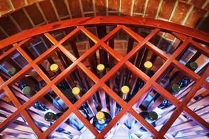Gros plan de l'étagère à vins photo