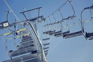 Photo vintage filtrée de télésiège de ski