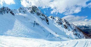 sport montagnes paysages hiver touriste neige nature ciel bleu photo
