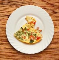 omelette aux œufs avec tomates