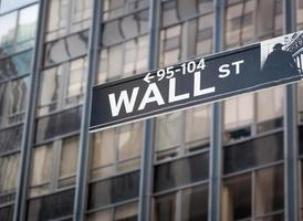 panneau de signalisation de wall street bourse de new york photo