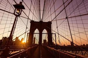 pont de brooklyn coucher de soleil avec Manhattan skyline us photo