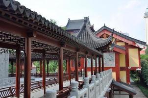 Couloir dans le temple de Pilu, Nanjing, Chine photo
