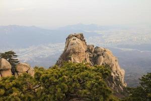 montagnes bukhansan à séoul corée photo