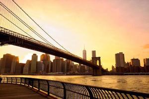 Coucher de soleil sur le pont de Brooklyn photo