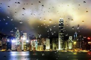 Vue de nuit de Hong Kong sur le port de Victoria