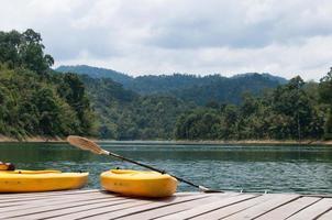 canoë sur le lac photo