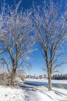 canoë dans la neige photo